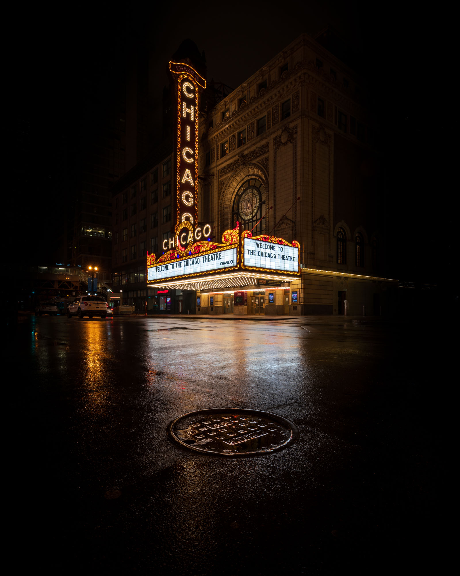 The Chicago Theatre sign